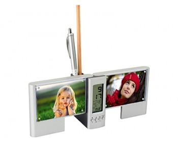 Подставка под ручки с часами, датой, термометром и двумя рамками для фотографий