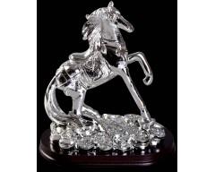 Лошадь на монетах, на деревянной подставке